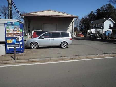 倉庫右手に第二駐車場