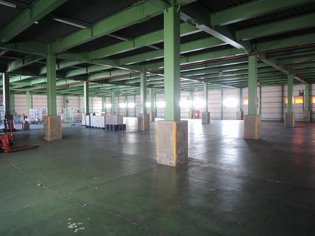 倉庫内部1階
