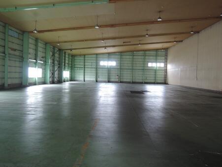 倉庫内部 西区画