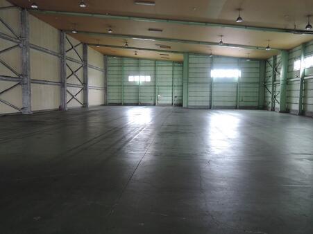 倉庫内部 東区画