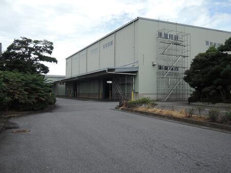 倉庫外観 進入路
