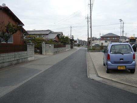 西側側面道路