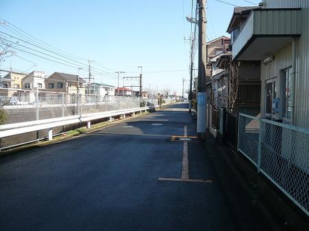 西側道路(JR武蔵野線沿い)