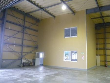倉庫内に2階建事務所