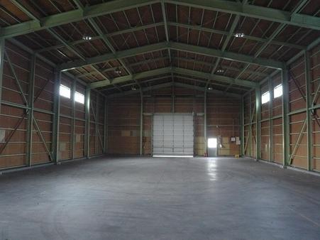 倉庫B棟内部