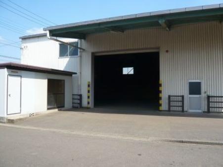 倉庫外観3