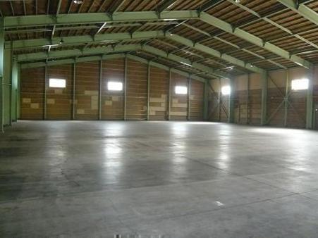 倉庫内部1